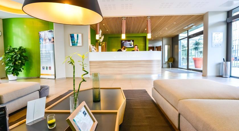 quality suites lyon 7 lodge smartlodge. Black Bedroom Furniture Sets. Home Design Ideas